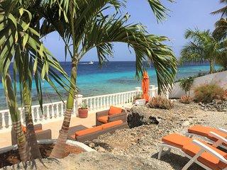 Beachcomber Villas (Oceanfront villa at dive/snorkel site)