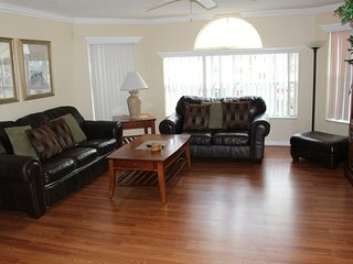 Beautiful 3 Bedroom Condo MINUTES from Disney