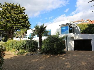 BOURNECOAST  - 5 BEDROOM PROPERTY LOCATED IN SANDBANKS - HB6178