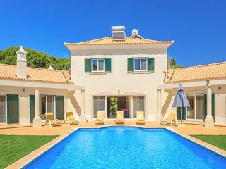 Family Villa, walk distance to the sea,supermarket & 4 restaurants,golf near by