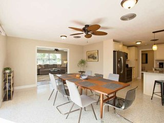 Quiet, Family Friendly Neighborhood 1/2 Mile to the Beach + Small Dog Welcomed!