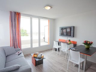 Excellent Deal! Apartment with FREE Wi-Fi Near Paris