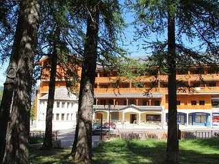 Great Value! Apartment for 4 with Free Wi-Fi at the Foot of a Mountain