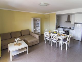 Bright + Cozy Apartment in L'Estartit | FREE Wi-Fi, Great Value!