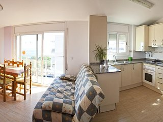 Sunny, Cozy, Quiet Blanes Retreat | Walk 3 minutes to the Beach!
