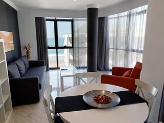 Spacious Oceanfront Apartment for 4 | Spa + Cafe On-Site!