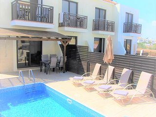 Villa Jade, 2 bed Villa with private pool and sea views