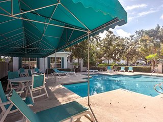 NEW! Chic St. Simons Townhome w/Patio, Pool Access