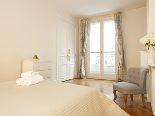 065. IN THE HEART OF THE LEFT BANK - SPACIOUS 3BR BY ST GERMAIN - MONTPARNASSE