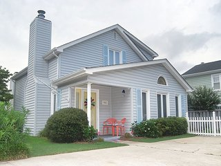 NEW TO RENTAL! 3 BEDROOM 2 BATH HOUSE 4 BLOCKS TO THE BEACH!!!