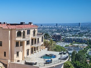 Gated Hollywood Hills View Estate. Sleeps 1-14