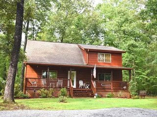 FIREFLY -  3BR/2BA, Hot Tub, Fire-Pit, Gas Grill, Gas Log Fireplace, WiFi