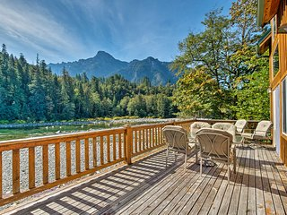 NEW-Waterfront Cabin on Skykomish River w/Fire Pit