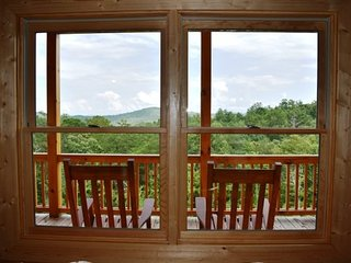 SKYLANE -2 BR/3.5 BA, Sleeps 6, Mountain View, Hot Tub, Motorcycle Friendly