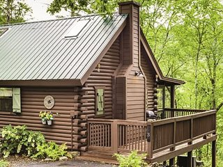 ACORN BUNGALOW - 1BR/1BA, Sleeps 4, 1 King Bed, 2 Twin Beds, Hot Tub