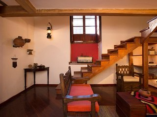 BEST LOCATION & 'PANECILLO' VIEW! Modern Colonial Loft in Old Town Quito