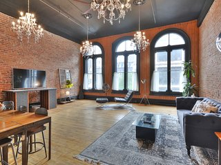 CHARMING INDUSTRIAL DUPLEX 2BR CENTER OLD MONTREAL