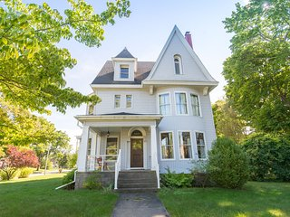 Historic Victorian Vacation Home - Blacker House