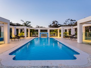 One Mile Mansion - Private Coastal Retreat FREE FAMILY ADVENTURE PASS