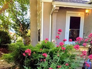 Charming Cottage-Walk to Downtown Placerville