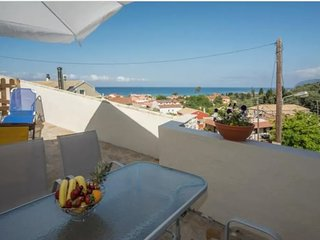 Sea view apartment for 5, 190 meters from the beach