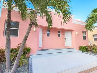 2BR, 2BA in 2 Art Deco Beach Bungalows - 1 Block to Hollywood Beach Boardwalk