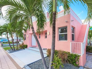 Cool Tide at Art Deco Beach Bungalows - 1 Block to Hollywood Beach Boardwalk!