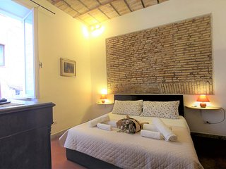 Cozy and Elegant Apartment in Trastevere - WiFi, A/C, Washer, NETFLIX TV