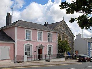 Ynys House