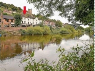 2 Bed Duplex Apartment with River Views in Centre of Ironbridge