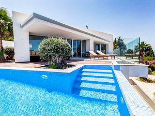 Molinell Villa Sleeps 8 with Pool and Air Con - 5679559
