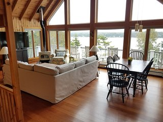 WESTPORT ISLAND-Luxury Waterfront Cabin-Amazing Views-Quiet & Private Road