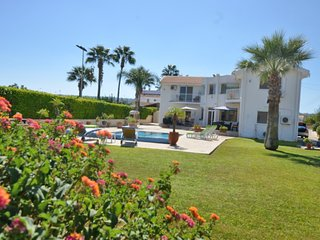 VILLA LOUBNA - 4 BED CENTRAL PROTARAS JUST 10MINS WALK TO BEACH
