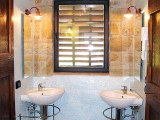 Petrognano Holiday Home Sleeps 6 with Pool and Free WiFi - 5655351