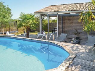 2 bedroom Villa in Saint-Michel-l'Ecluse-et-Leparon, Nouvelle-Aquitaine, France