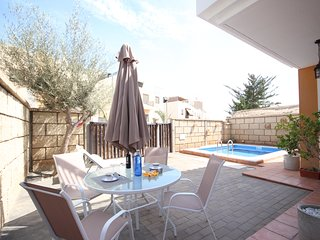 Villa Garden & Swimming pool