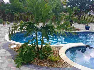 *NEW!*  Seabreeze...Yes Plz! Brand New Pool & Spa Oasis! 4 Bdrm Sleeps 10+