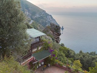 Positano Villa Sleeps 10 with Pool Air Con and WiFi - 5218105