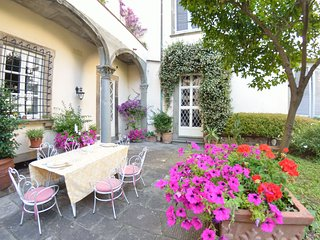 5 bedroom Villa in Lucca, Tuscany, Italy : ref 5678233