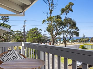Stay On Ocean, MOLLYMOOK