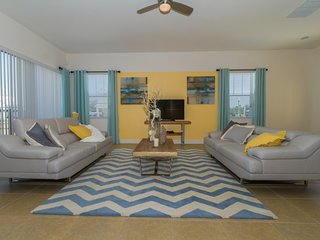 Luxury 5 BR 5.5 Bath Reunion Resort Home with Private Pool, 15 minutes to Disney