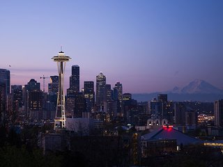 Sweet Seattle Retreat ★ 3 Apts ★ 7 Bd ★ Sleeps 20!