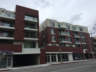 New Modern 2/2 in heart of Pasadena 30days or more