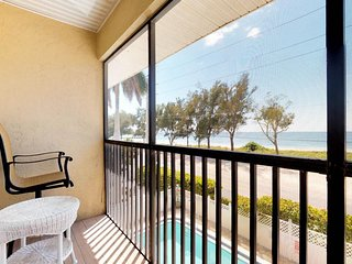 NEW LISTING! Oceanview condo w/shared pool, across the street from the beach