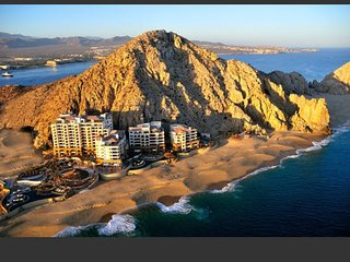Beautiful hotel with Ocean Sunset views, walking distance to all Cabo action
