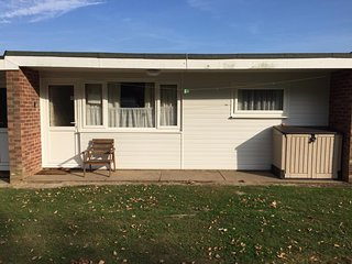 2 Bedroom Holiday Chalet (sleeps 4 plus a cot), Florida Park, Hemsby