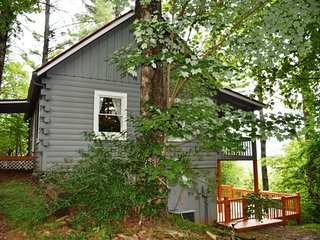 SERENITY SUMMIT - 3BR/2BA, Sleeps 8, Pet Friendly, Foosball Table, Hot Tub, WiFi