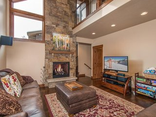 Frisco Townhouse with Private Roof Top Sanctuary including fireplace and Panoram