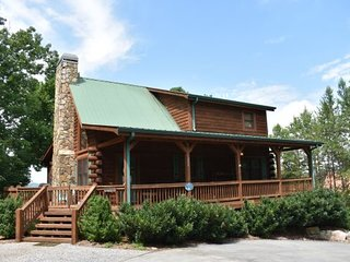 WISTERIA LODGE - 5BR/3BA, Sleeps 10, Aska Adventure Area, Wood Burning Fireplace