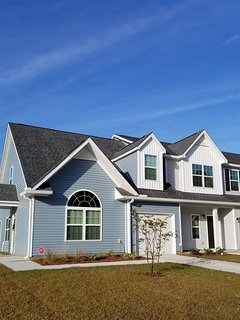 New Townhome close to Navy base